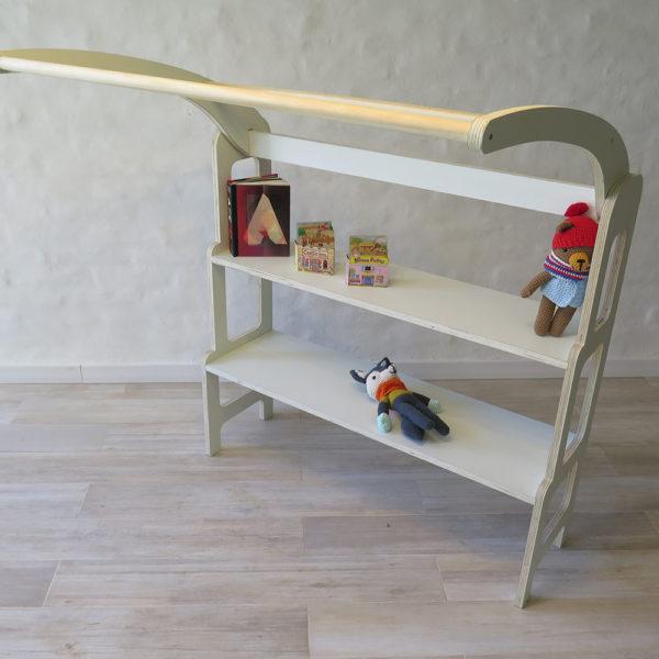 biblioteca waldorf- color blanco, material Sylt. Muebles para la infancia irqichay