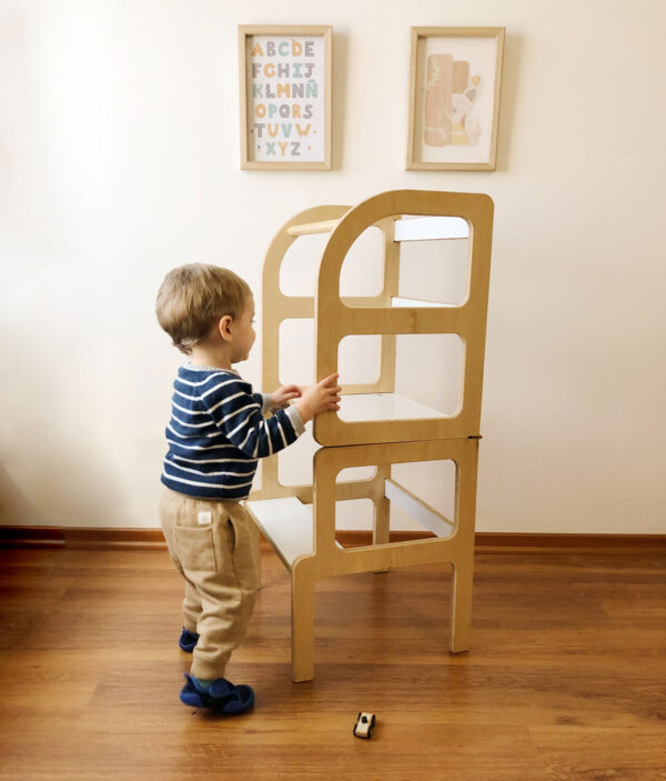 Torre de aprendizaje inspiración pedagogía Montessori. Muebles para chicos. Irqichay