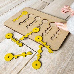 encastre en forma de llave muebles montessori